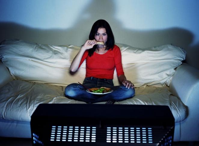 زمانی  که تلویزیون  میبینید  غذا استفاده نکنید