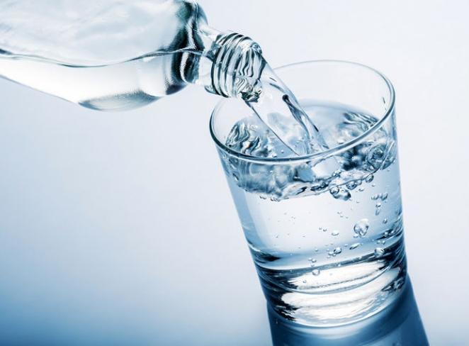 اهمیت نوشیدن آب در رژیم غذایی